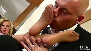 Brazzers xxx: Cutie Blonde Slut Get Dirty Cums In Foot Worship