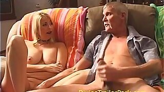 Brazzers xxx: Hot MILF Alexa Grace is doing her mouth off Stepsister Peisina
