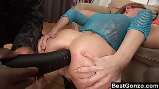 Brazzers xxx: Solo girl creampied while ass hole is healed from the back sun