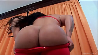 Brazzers xxx: Big butt from the border