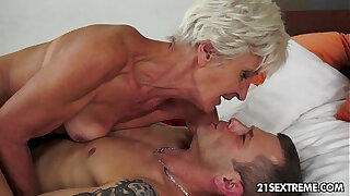 Brazzers xxx: Gorgeous GILF Aliz have a blast with a big young cock