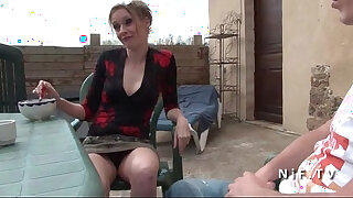 Brazzers xxx: French mom seduces younger guy and gets sodomized outdoor