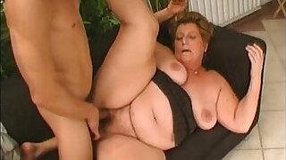 Brazzers xxx: Chubby granny doing all dirty