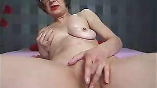 Brazzers xxx: old camwhore cumming and talking dirty