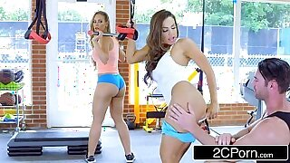 Brazzers xxx: Fit Daughter Fucks Friends Outside BJ for Cum