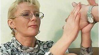 Brazzers xxx: Mature slut fisting beauty throats